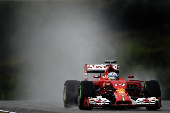 Alonso fue 4° hoy en la Qualy. Aca bajo la lluvia de Sepang